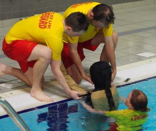 SOS Sul | Produto - Ruth Lee lança novo manequim para treinamento de resgate aquático em piscinas